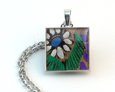 Blue-eyed Daisy resin pendant